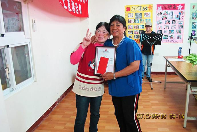 個人獎第二名 — 江周桃花 (左)