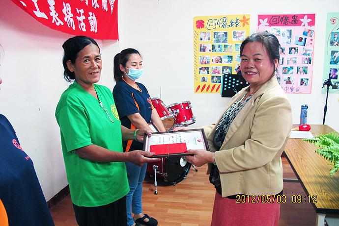 個人獎第五名 — 謝玉蘭 (左)